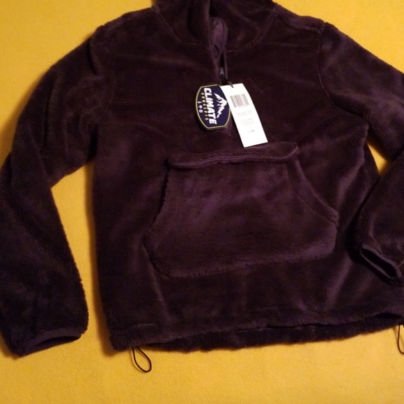 f133376a6 Climate concepts fluffy fleece w/big front pouch NWT